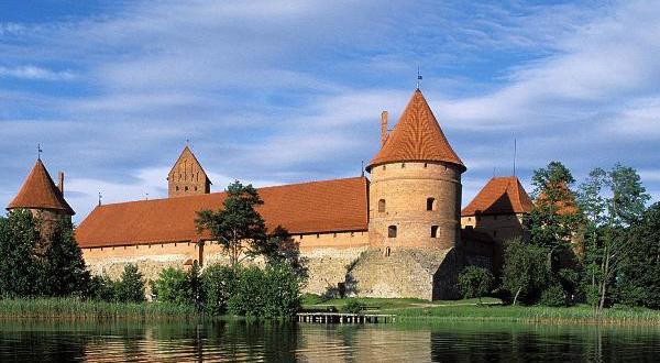 Литва увеличит количество визовых центров в России